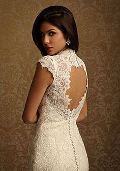 vintage wedding dress Love the lace and the back