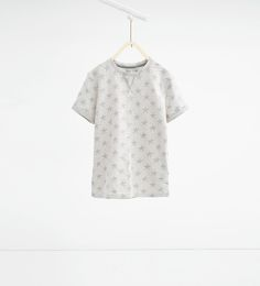 Bild 1 av T-shirt i jacquard med stjärnor från Zara Zara Boys, Boys Don't Cry, Boys Wear, Zara United States, T Shirts, Boy Fashion, Family Photos, What To Wear, Barn