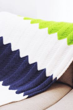 If you're new to crochet but want to challenge yourself with a different design. Then check out the best beginner crochet chevron blanket! Crochet Baby Cardigan Free Pattern, Chevron Crochet Blanket Pattern, Crochet Ripple Blanket, Afghan Crochet Patterns, Crochet Blankets, Chevron Patterns, Crochet Afghans, Chevron Baby Blankets, Crochet Quilt