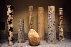 Lirrminginging by Yidumduma Bill Harney (wood, natural pigments, fibre,feathers) I read somewhere that totem poles are long sticks t. Abstract Sculpture, Wood Sculpture, Wood Columns, Atelier D Art, Concrete Art, Wooden Art, Wood Carving, New Art, Decoration
