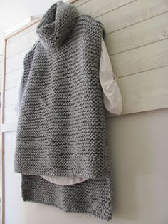 Watch This Video Beauteous Finished Make Crochet Look Like Knitting (the Waistcoat Stitch) Ideas. Amazing Make Crochet Look Like Knitting (the Waistcoat Stitch) Ideas. Chunky Knitting Patterns, Knitting Blogs, Easy Knitting, Knitting Sweaters, Sock Knitting, Knitting Tutorials, Vintage Knitting, Ärmelloser Pullover, Knit Vest Pattern