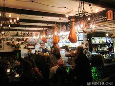 Los Cojones - espanjalaishenkinen baari Helsingissä... enää puuttuu ravintola. Suosittelen kuoharipullossa olevaa asturialaista siideriä. Llamas-Navy Jerry's -porukka osaa!