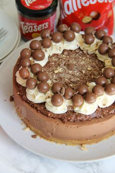 Delicious & Chocolatey Malteser Cheesecake – Malt Biscuit Base, Chocolate Malt Cheesecake, Malteser Spread, Sweetened Cream, and Maltesers! Perfect Showstopper for any occasion! This cheesecake is. Chocolate Malteser, Malteser Cake, Chocolate Crunch, Homemade Chocolate, Malteaser Cheesecake, Rolo Cheesecake, Chocolate Cheesecake Recipes, No Bake Desserts, Dessert Recipes