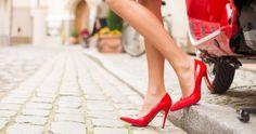 Wie der Fetisch in die Mode kam: historischer Überblick Tacos Altos, Christian Louboutin, Shoes Photo, Stiletto Pumps, Sexy Feet, Kitten Heels, High Heels, Stock Photos, Lady