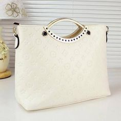 White Bag for Women-Office Bag-Casual Bag-Fashion White Bag Pink Princess Dress, Lace Button, Arran, Casual Bags, My Bags, One Shoulder, Flower Girl Dresses, Womens Fashion, Stuff To Buy
