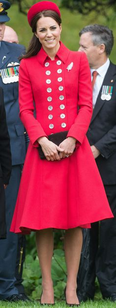 Duchess of Cambridge wears QEII Fern Brooch on her first royal visit to New Zealand.