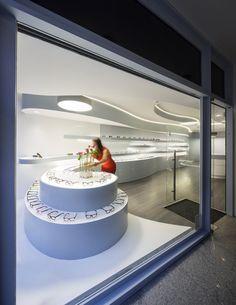 Novaoptica Optic Store by Tsou Arquitectos