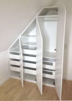 Use the sloping wall with a built-in cabinet - SILVAN HomeMade . Use the sloping wall with a built-in cabinet – SILVAN HomeMade … – storage – Attic Bedroom Small, Attic Bedrooms, Attic Closet, Attic Spaces, Open Spaces, Attic Storage, Bedroom Storage, Bedroom Decor, Attic Renovation