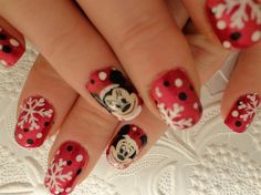 Mickey and Minnie Christmas - Nail Art Gallery  by NAILS Magazine  - Christmas Nail Art