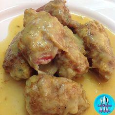 Pimientos rellenos de carne, sabrosos pimientos del piquillo rellenos de carne y bañados en salsa.