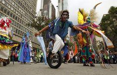Artistas convierten calles de Bogotá en tarima de teatro