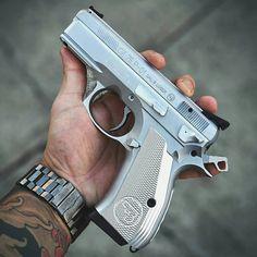 RAE Magazine Speedloaders will save you! Rhino Revolver, Revolver Pistol, Weapons Guns, Guns And Ammo, Armas Ninja, Pocket Pistol, Cz 75, Shooting Guns, Custom Guns