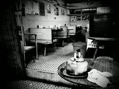 old school cafe School Cafe, Old School, Chinese Bar, Hong Kong Cafe, China Hong Kong, Cafe Me, Cafe Food, No One Loves Me, Nostalgia