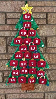 Crochet Advent Calendar by Colleen Broodryk (YouTube video for the tree)