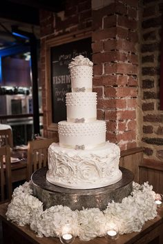 Daily Wedding Cake Inspiration (New!). To see more: http://www.modwedding.com/2014/07/25/daily-wedding-cake-inspiration-new-4/ #wedding #weddings #wedding_cake Featured Wedding Cake: Elizabeth's Cake Emporium;