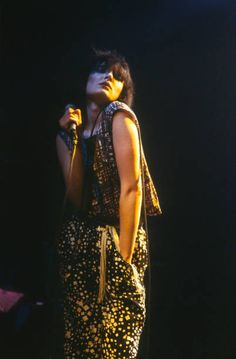 siouxsie-sioux-siouxsie-and-the-banshees-lux-herenthout-belgium-1979-picture-id688551998 (402×612)