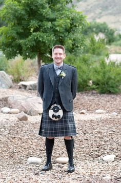 Groom in a kilt! Loves it. {Photo by Chris Loring Photography via Project Wedding}