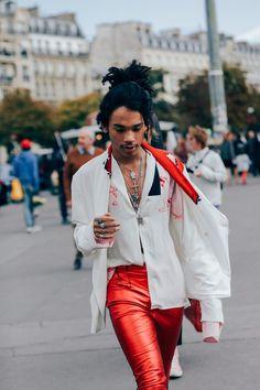 How 21 Parisian Men Stay Stylishly Ahead of the Menswear Curve Photos Afro Punk Fashion, High Fashion, Mens Fashion, Fashion Outfits, Hood By Air, Hipsters, Costume En Lin, Tommy Hilfiger, Fashion Killa