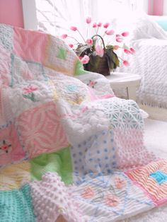 I love chenille~ I remember my grandmother had a beautiful chenille bedspread on her bed. Vintage Chenille Patchwork Large Throw Size Quilt by thepinkpalace Quilt Baby, Rag Quilt, Chenille Crafts, Chenille Bedspread, Vintage Sheets, Vintage Quilts, Shabby Chic Bleu, Quilting Projects, Sewing Projects
