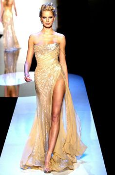 Evening gown, couture, evening dresses, formal and elegant Elie Saab. Sexy Dresses, Pretty Dresses, Fashion Dresses, Elie Saab, Zuhair Murad, Marchesa, Lilly Pulitzer, Mode Glamour, Dior