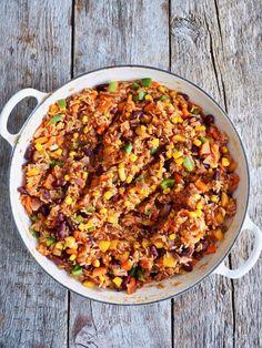 Meksikansk ris med grønnsaker og bønner Quesadilla, Paella, Mad, Ethnic Recipes, Quesadillas, Avocado Quesadilla