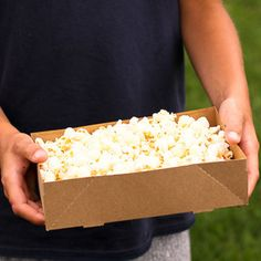 """Serve a lunch, a picnic, or popcorn for a movie night in these kraft paperboard concession trays. 8.5 x 5.5 x 2.25"""" Set of 10"""