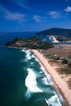 Paku, Coromandel Peninsula, East coast Of North Island, New Zealand New Zealand Beach, New Zealand North, New Zealand Travel, Tasmania, New Zealand Holidays, Ocean Beach, Beach Relax, Costa, New Zealand Houses