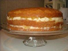 O Bolo de Abacaxi com Creme de Leite Condensado é delicioso, fácil de fazer e perfeito para festas de aniversário. Não perca tempo e confira a receita já!