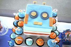 Robot Birthday Cake for Boy-view from the top! www.spaceshipsandlaserbeams.com