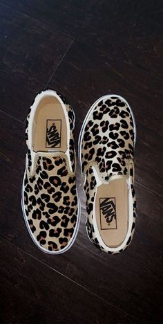 crazy shoes Feb 2020 - This Pin was discovered - Crazy Shoes, Me Too Shoes, Sneakers Fashion, Fashion Shoes, Fashion Outfits, Shoe Boots, Shoes Heels, Bow Sandals, Aesthetic Shoes