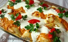 Hortobágyi húsos palacsinta -Hungarian Crepes filled with chicken and topped w/ paprika & sour cream sauce. (webpage needs to be translated - right click) Austrian Recipes, Croatian Recipes, Hungarian Recipes, Hungarian Cuisine, Hungarian Food, Crepes Filling, Great Recipes, Favorite Recipes, Sour Cream Sauce