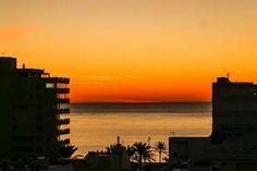 Haaveiletko talvesta Espanjan auringon alla? Fuengirolassa talvehtinut suomalaisperhe laski, miten paljon Suomea halvemmaksi eläminen uudessa maassa tuli. Willis Tower, Building, Travel, Art, Construction, Craft Art, Trips, Traveling, Kunst