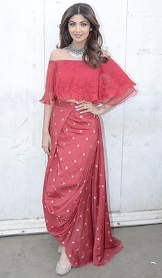 Shilpa Shetty in a Amoh by Jade ensemble - Indo Western Outfit Ideas ♥ Indian Attire, Indian Ethnic Wear, Indian Designer Outfits, Designer Dresses, Designer Sarees, Indian Dresses, Indian Outfits, Looks Kim Kardashian, Mehendi Outfits