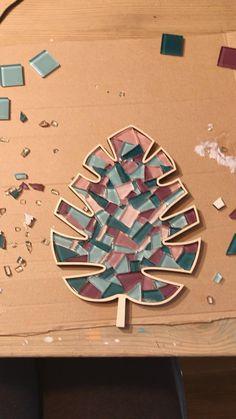 Mosaic Tray, Mosaic Tile Art, Mosaic Artwork, Mosaic Crafts, Mosaic Projects, Diy Projects For Kids, Kids Diy, Kids Crafts, Craft Projects