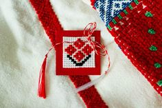 Martisor Veronique's Boutique - Moldova Folk Embroidery, Cross Stitch Embroidery, Embroidery Designs, Cross Stitch Borders, Cross Stitch Patterns, Diy Advent Calendar, Wire Crochet, Felt Decorations, Fabric Jewelry