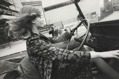 belandbureaux-celia-hammond-in-car-1964-©-norman-parkinson-ltd-wr_main_image