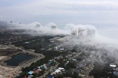 Helicopter pilot Mike Schaeffer was wrapping up a tour when he spotted this incredible weather phenomenon along the coast of Panama City Beach, Fl. Panama City Beach, Florida - A névoa rola-se ao longo da costa de Panama City Beach, Flórida Florida Coastline, Florida Beaches, Panama City Beach, Photos Du, Cool Photos, Condos In Florida, Photo New, Tsunami Waves, Costa