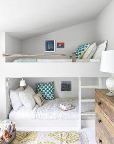 lits superposés chambre enfants Plus Bunk Beds Built In, Modern Bunk Beds, Bunk Beds With Stairs, Kids Bunk Beds, Build In Bunk Beds, Bunk Bed Crib, New England Cottage, Maine Cottage, Cozy Cottage