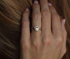 Or jaune diamant Solitaire diamant bague avec courbe bande de diamant, ensemble de bague de mariage Simple, bague avec diamant bague de Couronne, moderne bague sertie par MinimalVS sur Etsy https://www.etsy.com/fr/listing/471540306/or-jaune-diamant-solitaire-diamant-bague