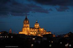 Cae la noche en Salamanca.