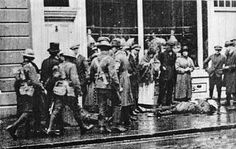 Irish Republican Army leader Sean Treacy lies dead on Talbot street, Dublin on 14 October Irish Rebellion 1916, Ireland 1916, Dublin Ireland, Irish Republican Army, Easter Rising, Irish Celtic, European History, Historical Pictures, Old Pictures