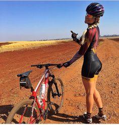 "580 mentions J'aime, 4 commentaires - Rodolfo Zaragoza (@bikes.girls.and.more) sur Instagram: ""Sabadito bicicletero ! Gracias @marycrystina_05 por compartir tus fotos ❤️❤️ #vivalamujer…"""