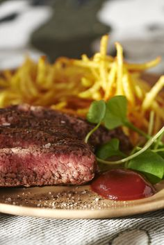 Steak haché et pommes de terre frites Yummy Appetizers, Appetizer Recipes, Kitchen Recipes, Meat, Food, Pharrell Williams, Apples, Cooking Recipes, Chef Recipes
