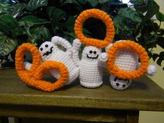 [Free Pattern] Three Friendly And Cute Boo Ghosts For Halloween Giggles - Knit And Crochet Daily