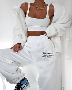 missy empire Martha Cream Teddy Faux Fur Coat Source by selinesaadoun lazy outfits Cute Lazy Outfits, Chill Outfits, Mode Outfits, Stylish Outfits, Cute Outfits With Sweatpants, How To Wear Sweatpants, Adidas Sweatpants, Girly Girl Outfits, Hipster Outfits