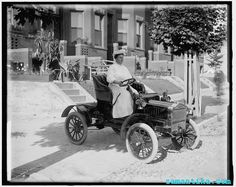 Zamantika   kadınlar otomobille tanışıyor 1910