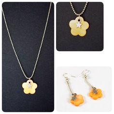 Parure collier et boucles d'oreilles fleurs nacre orange et étoiles