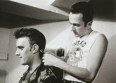Joe Strummer cutting Kosmo Vinyl's hair