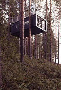 How To Build A Treehouse ? This Tree House Design Ideas For Adult and Kids, Simple and easy. can also be used as a place (to live in), Amazing Tiny treehouse kids, Architecture Modern Luxury treehouse interior cozy Backyard Small treehouse masters Tree House Masters, Interior Architecture, Amazing Architecture, Architecture Plan, Interior Design, Casas Containers, Cozy Backyard, Tree House Designs, Tiny House Movement