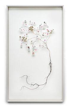 Adembenemend mooi vinden wij de nieuwste Flower Constructions van vormgever en kunstenaar Anne ten Donkelaar.